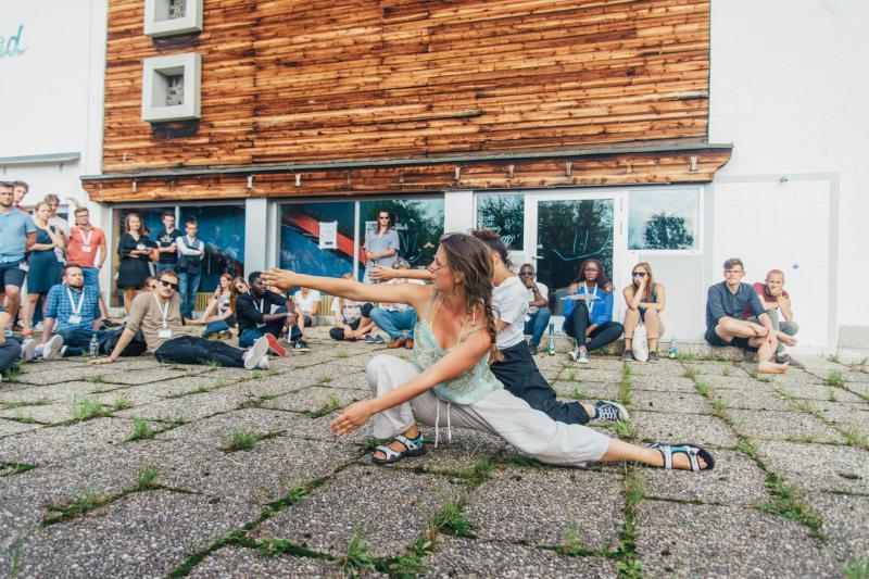 Stage en danse contemporaine le 9/11 à 15h - à partir de 13 ans, danseurs ou non danseurs