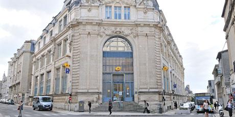 La Poste Hôtel de Ville